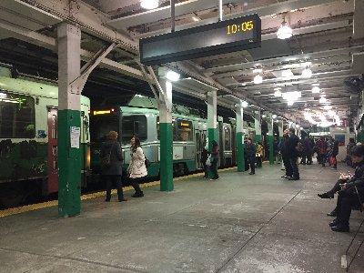 地下鉄の駅の風景