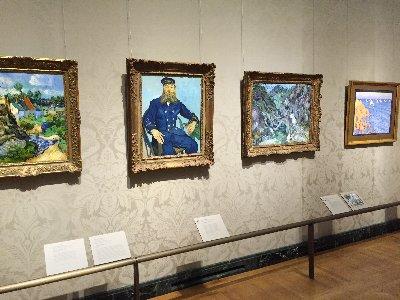美術館の印象派の部屋