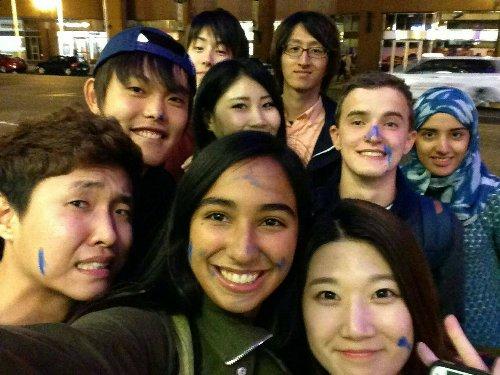 語学学校のクラスメイト達とボストンの街中で写真を撮りました!
