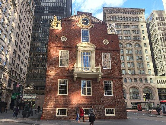 ボストンの歴史的な建造物のマサチューセッツの旧州会議事堂