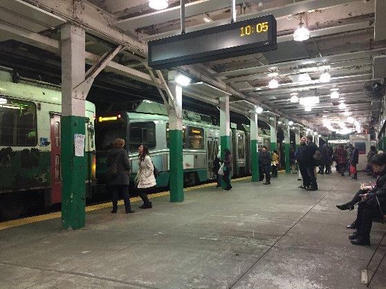 ボストンの地下鉄の駅の風景
