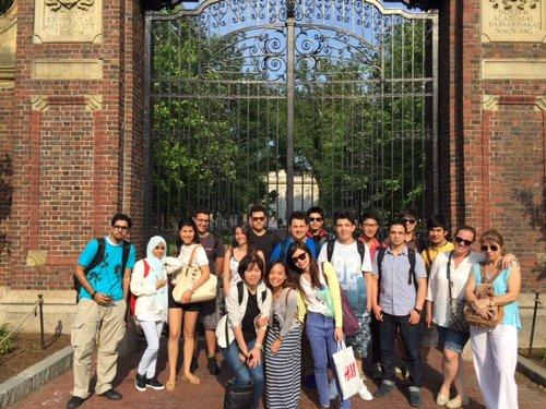 語学学校のアクティビティでハーバード大学を訪問