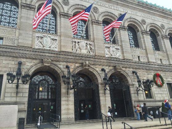 ボストン公立図書館の利用は無料です。