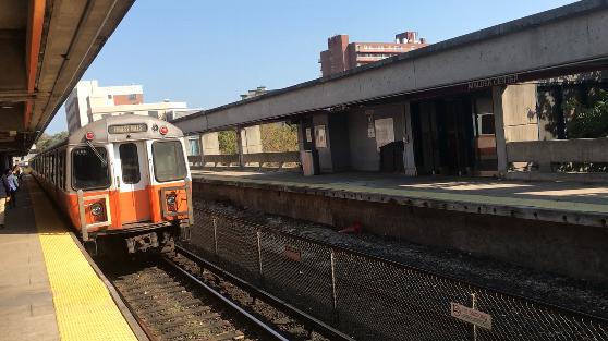 地下鉄オレンジラインの電車