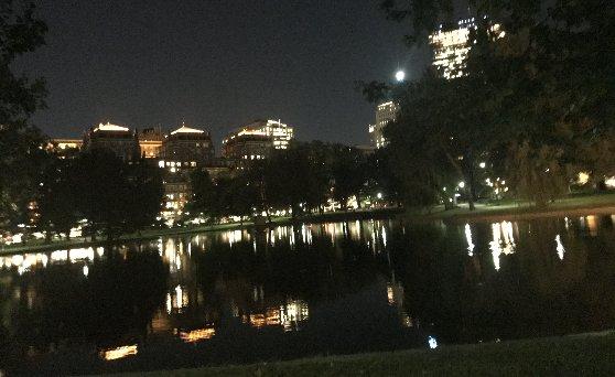 アメリカ・ボストンの治安の説明、夜の公園風景