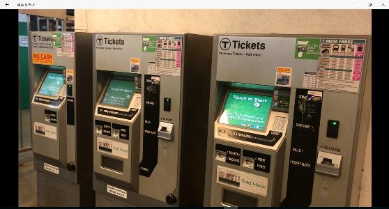 ボストンの地下鉄チケットの自動販売機の写真