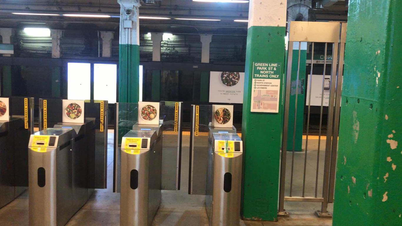 ボストンの地下鉄駅に設置される自動改札口