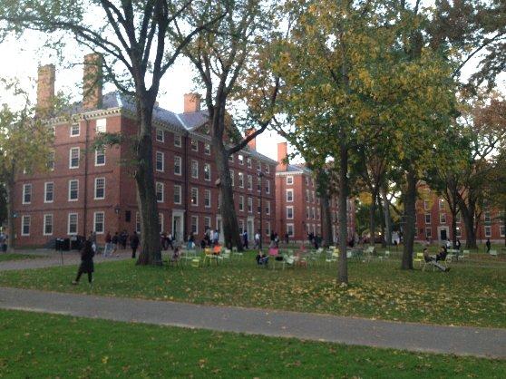 秋のハーバード大学のキャンパス