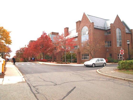 タフツ大学のキャンパス風景