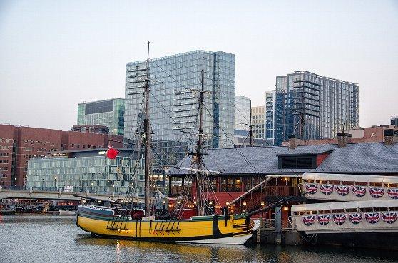 ボストンの観光名所のボストン茶会事件船と博物館